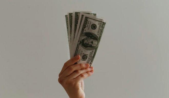 Kurs EUR/USD spadł ponownie do 1,11 dolara. Słabe odczyty. Rynki boją się recesji