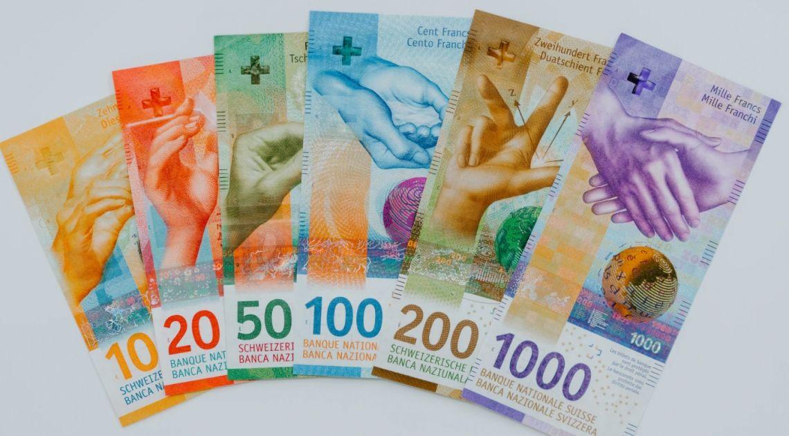Kurs franka blisko 4,16 złotego. Dolar nad 3,91 PLN. Euro pod 4,48 zł. Kursy walut w nowym tygodniu na rynku Forex