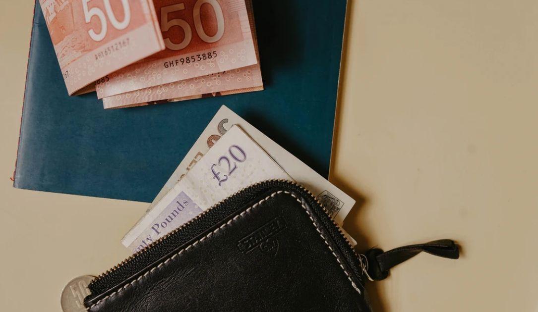 Kurs funta coraz słabszy w stosunku do dolara. Koniec kwartału to nie koniec kłopotów