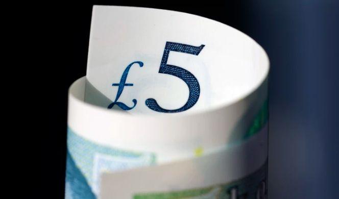 Kurs funta GBP spadł względem polskiego złotego. Między 4,74 złotego a 4,76 zł za jednego funta