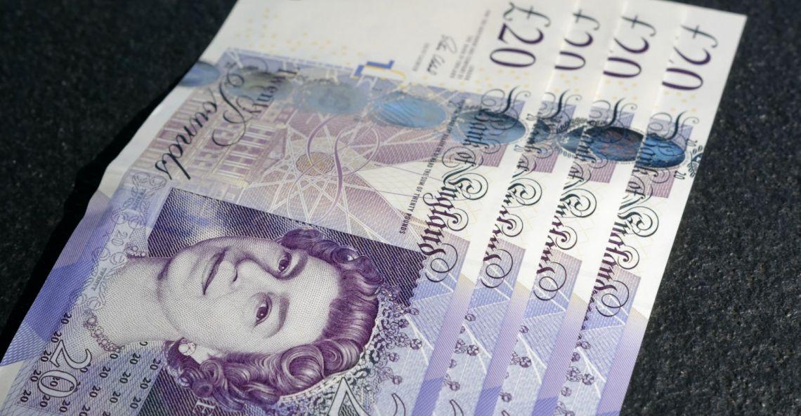 Kurs funta się wyróżnia! Co z euro, dolarem i frankiem na rynku Forex? Kursy walut [CHF/PLN, GBP/PLN, EUR/PLN, USD/PLN]