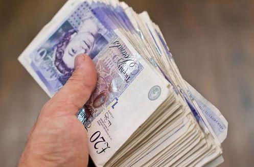 Kurs funta spada z 4,84 do 4,76 a za nim spadają dolar, euro i frank. Kursy walut o poranku 2 stycznia 2019 roku