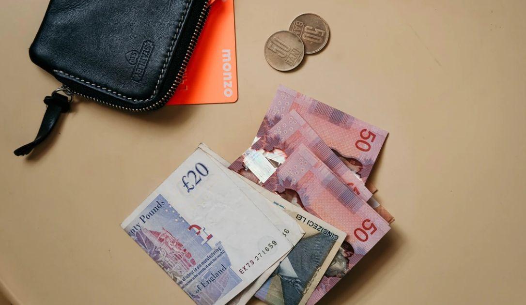 Kurs funta wobec dolara (GBP/USD) - wyhamowanie spadków. Kiepskie prognozy PMI dla Hiszpanii i Włoch