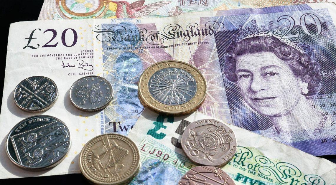 Kurs funta zanurkuje? Pokerowe zagrywki Theresy May wpływają na rynek Forex