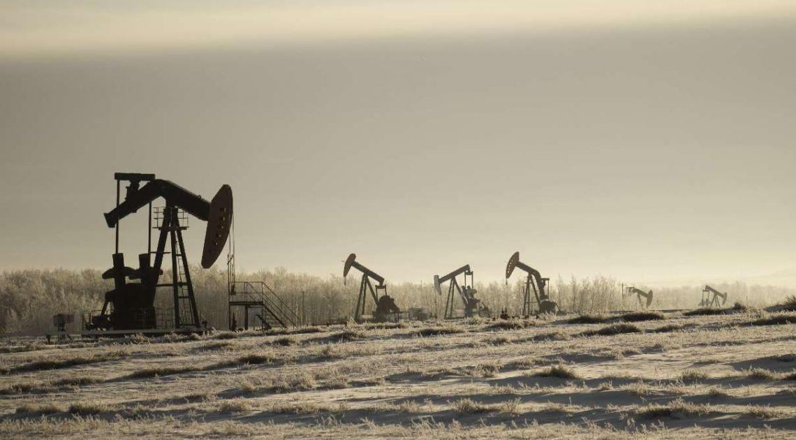 Kurs ropy naftowej (BRENT/WTI) znów drożeje