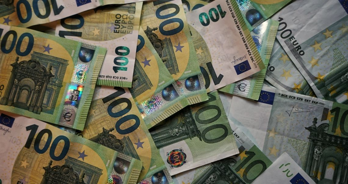Kursy euro (EUR), franka (CHF), dolara (USD) i funta (GBP). Polski złoty bez większych zmian, wyczekiwanie na korektę EUR/USD