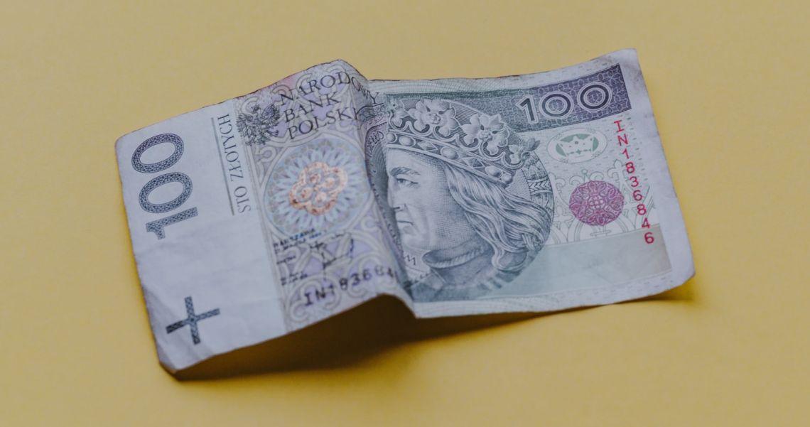 Kursy franka (CHF) i funta (GBP) w górę. Spadek (EUR) i konsolidacja dolara (USD) względem złotego na rynku Forex