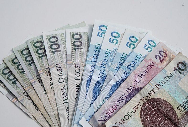 Kursy głównych walut do złotego - euro, funta, franka i dolara w środowy poranek (08.08.2018) delikatnie spadają