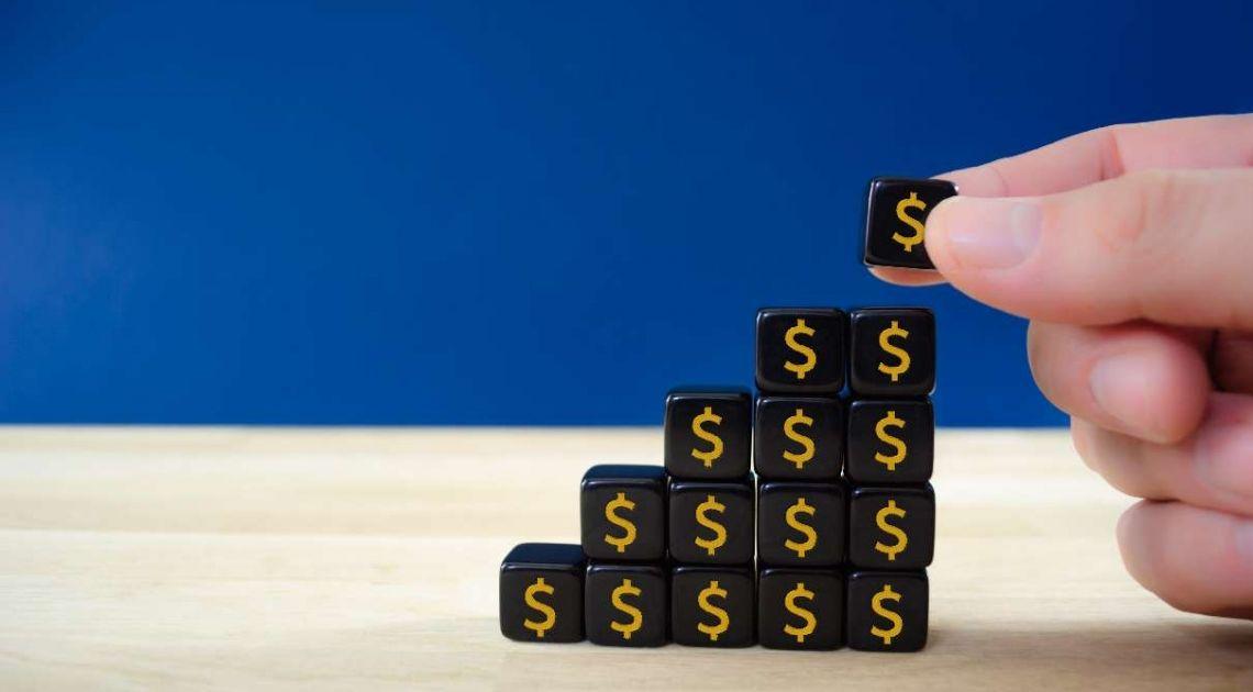 Kursy walut na FX (USD/PLN, CHF/PLN, EUR/PLN, GBP/PLN). Dolar rozpoczyna proces umacniania