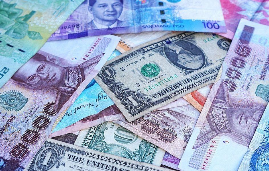 Kursy walut o poranku dolara euro funta i franka odbijają od oporów. Euro po 4,27, a dolar 3,65! Fed nie zaskoczył