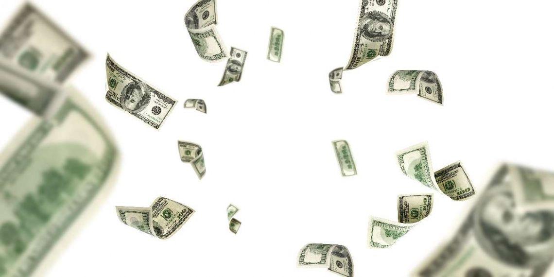 Kursy walut o poranku (frank, funt, dolar, euro) - pieniądz kipi z każdej strony