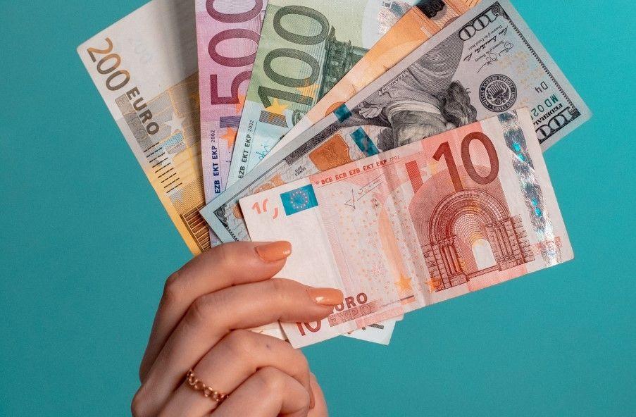 Kursy walut podczas wyborów prezydenckich. Kurs euro powyżej 4,46 złotego. A ile zapłacisz dzisiaj za funta, franka i dolara?