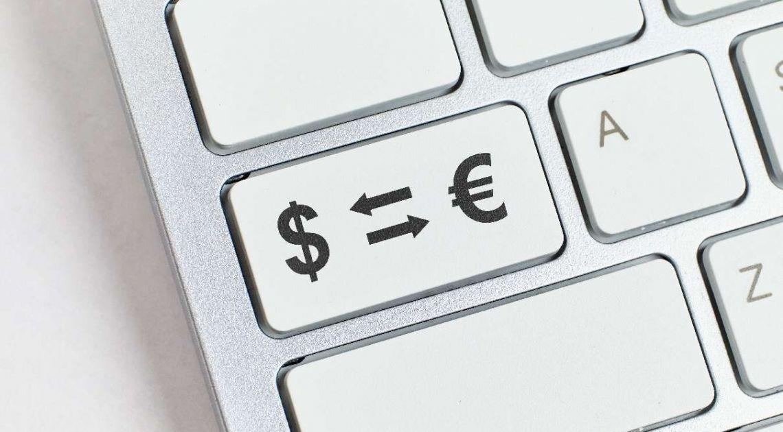 Kursy walut poranną porą. Notowania euro do dolara zaprzeczają teorii! Para walutowa EURUSD najwyżej od miesiąca