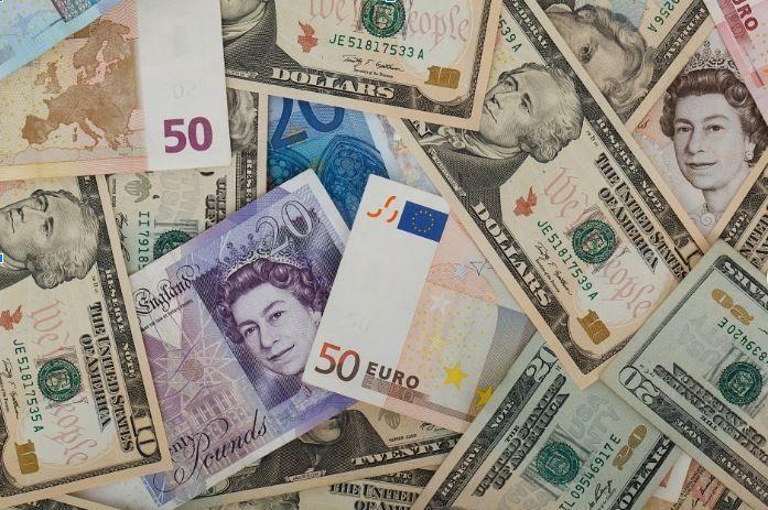 Kursy walut w czwartek po południu. Ile złotych zapłacimy za euro, dolara, funta i franka?