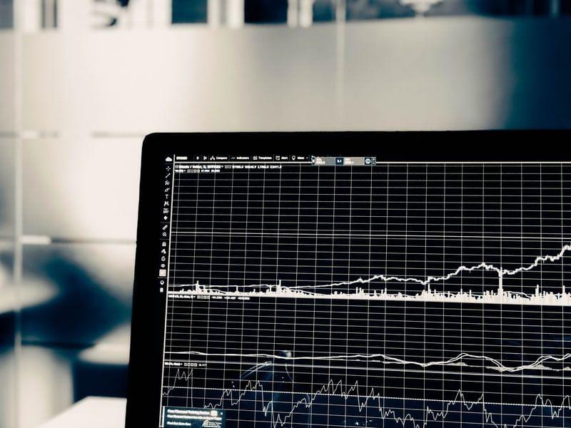 Lekko pozytywne nastroje na kontraktach na rynkach bazowych