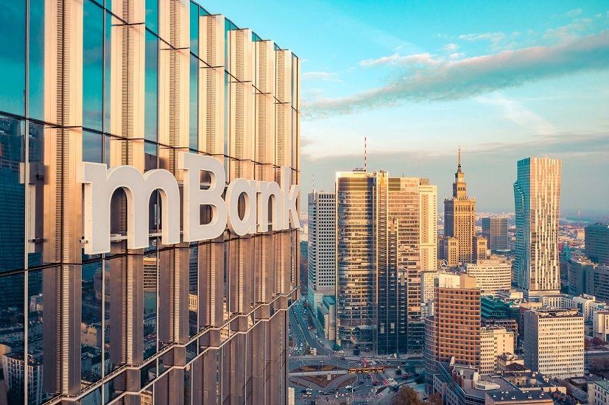 mBank liderem wzrostów, Santander na mocnym plusie. KGHM, PGNiG i Tauron wystrzeliły w górę. Play czerwoną wisienką