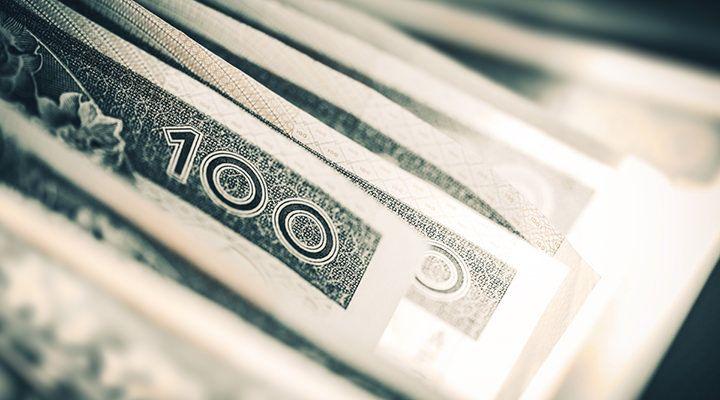 Mocny PKB niezbyt pomógł złotemu