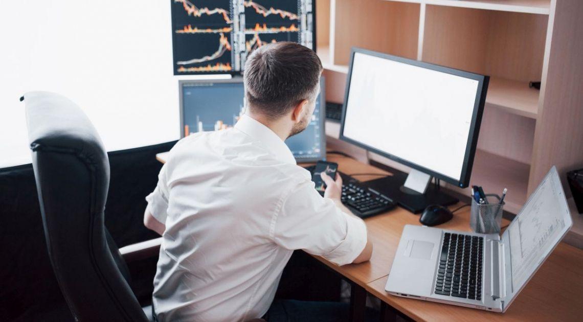 Jak zostać profesjonalnym traderem? Ile zarabia trader? Fakty i mity związane z pracą traderów. Nie daj się omamić szybkimi zyskami na Forex!