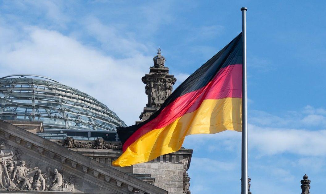 Niemiecki indeks DAX traci niemal 1%, FTSE100 spada o 0,55%, franuski CAC40 aż 1,24%. Angela Merkel nie poprawia nastrojów