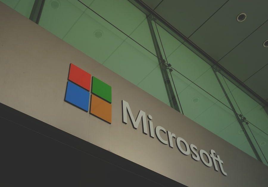Notowania giełdowe Microsoftu zyskują 2,5%. Ustanawiają nowy historyczny szczyt