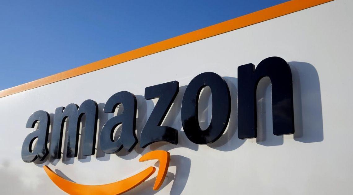 Notowania giełdowe spółek Apple i Amazon na historycznych maksimach