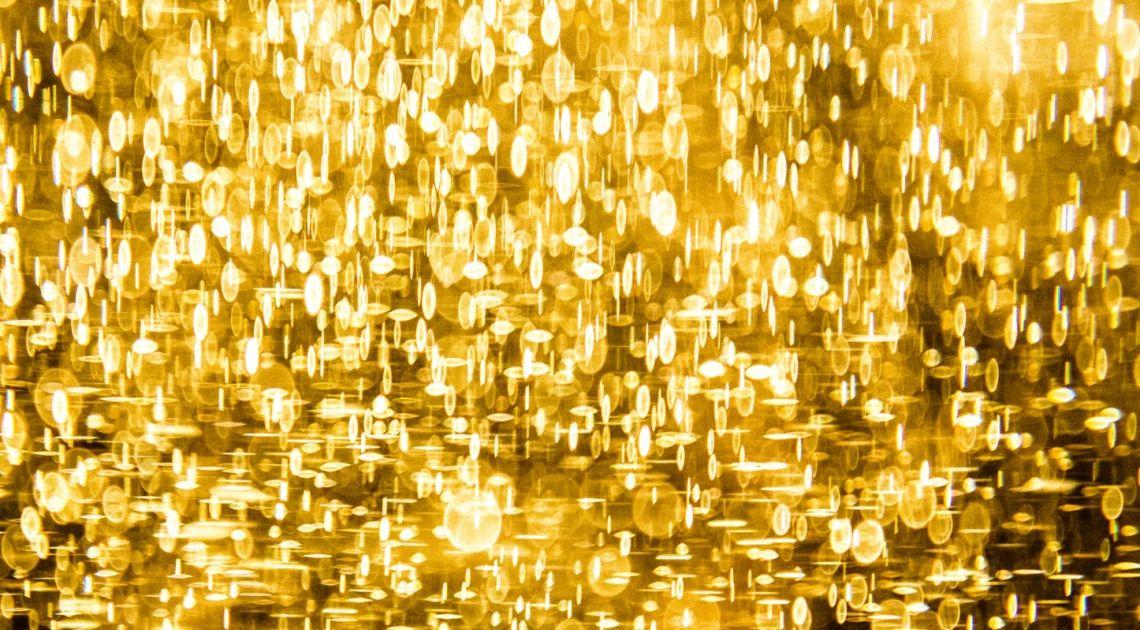 Notowania złota powyżej poziomu 2000 USD za uncję. Prognozy deficytu na globalnym rynku kawy
