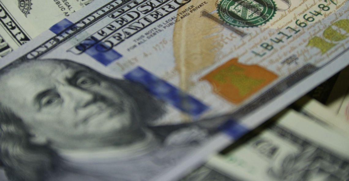 Osłabienie dolara amerykańskiego (USD) trwa nadal