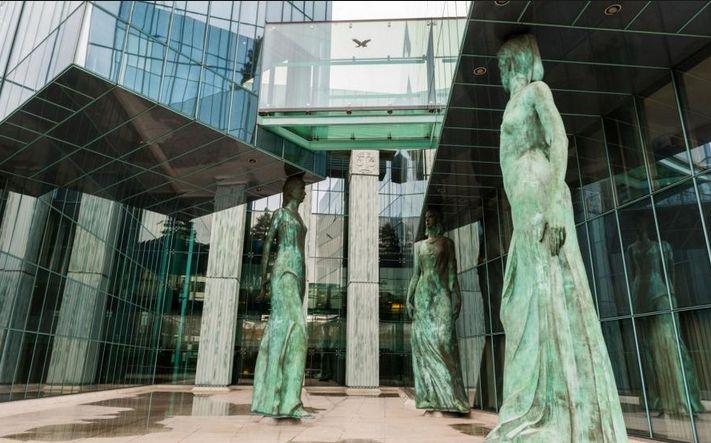 Ostatnie decyzje ws. Sądu Najwyższego obniżyły napięcia z UE, ryzyka w średnim terminie nadal obecne - Fitch