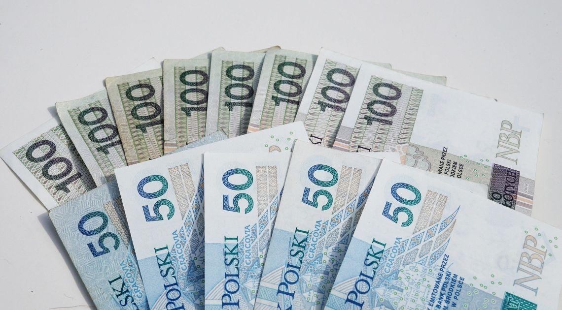 Początek tygodnia pod znakiem umacniania się złotówki. Sprawdzamy kurs funta, franka, dolara i euro?