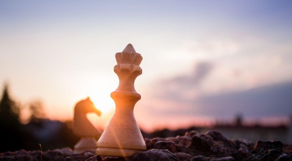 Polityczne szachy. Kurs funta pompowany optymizmem