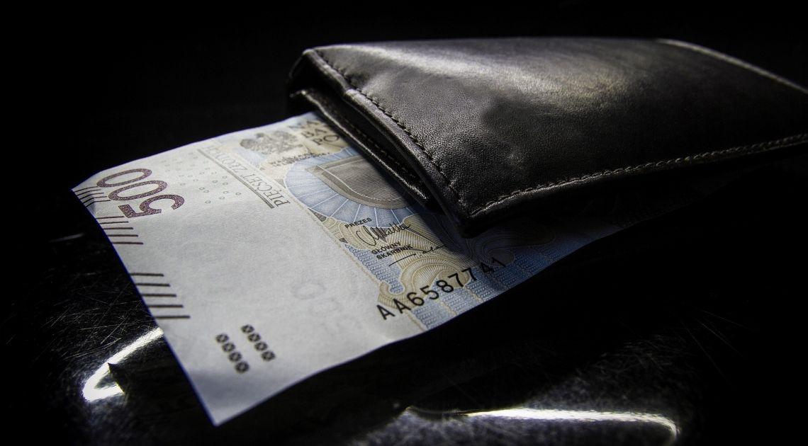 Polska złotówka coraz słabsza na rynku walutowym Forex. Jaki jest kurs dolara, euro, franka i funta?