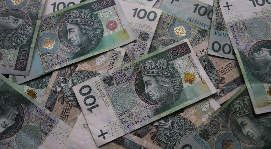 Polski złoty- jak radzi sobie po weekendzie? Sprawdzamy kurs euro, dolara, funta i franka