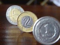 Polski złoty (PLN) umacnia się. Ile złotych zapłacimy za euro, franka, dolara i funta?