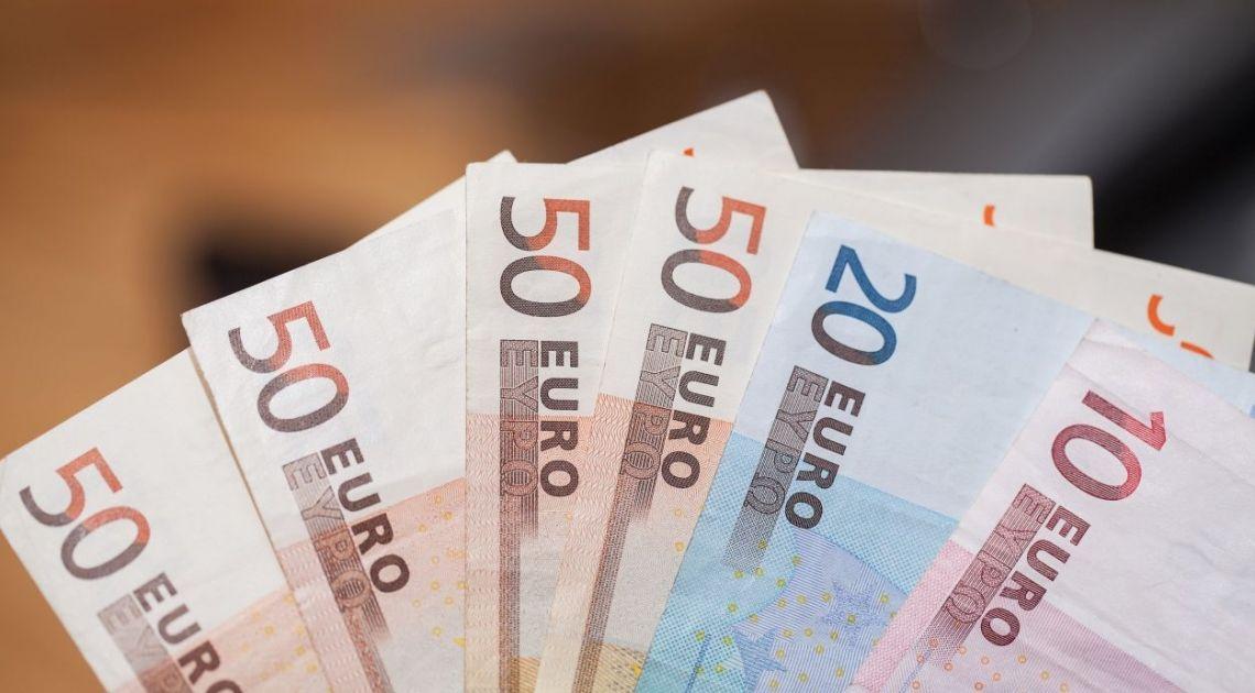 Polski Złoty (PLN) znów słabnie. Kurs euro do złotego (EURPLN) powyżej 4,50.  Wzrost ceny ropy naftowej spowodowany zmniejszającymi się zapasami