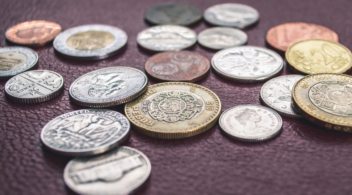 Polski złoty traci do euro, dolara i franka, a UWAGA kurs walutowy funta coraz bliżej 5,0!