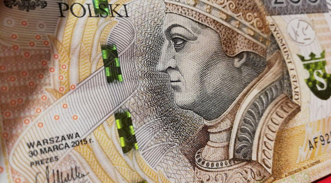 Polski złoty umacnia się do wszystkich głównych walut. Jaki jest kurs dolara, euro, franka i funta?