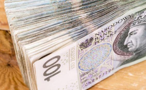 Polski złoty zyskał dzięki słabszemu dolarowi USD, ale w ograniczonym stopniu