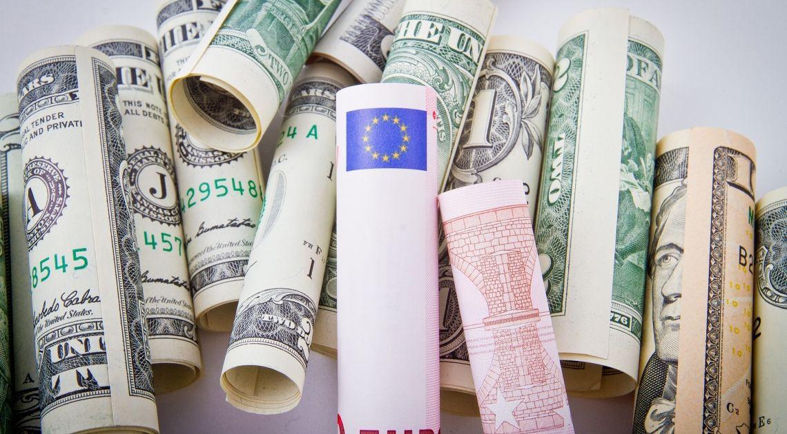 Potencjalny podwójny szczyt na EUR/USD może straszyć. Czy byki i tym razem sobie poradzą z niebezpieczną formacją?