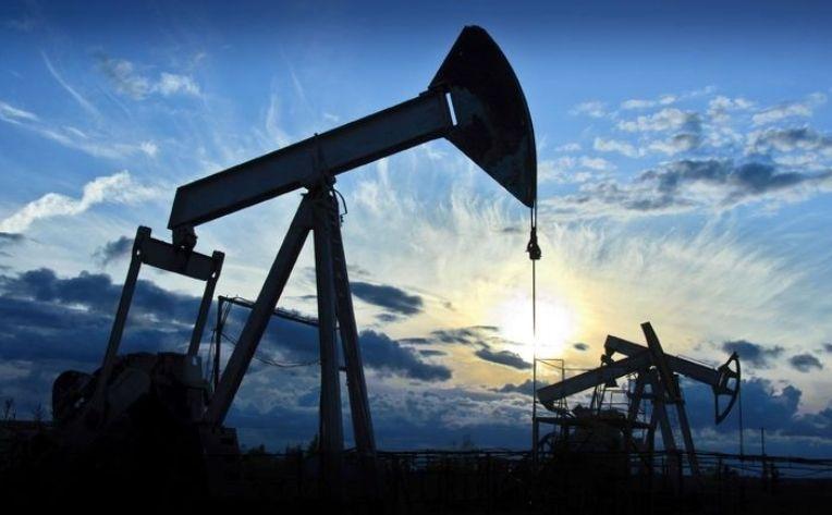 Ropa ciągnie w dół kurs walutowy rubla. Sankcje na Rosję