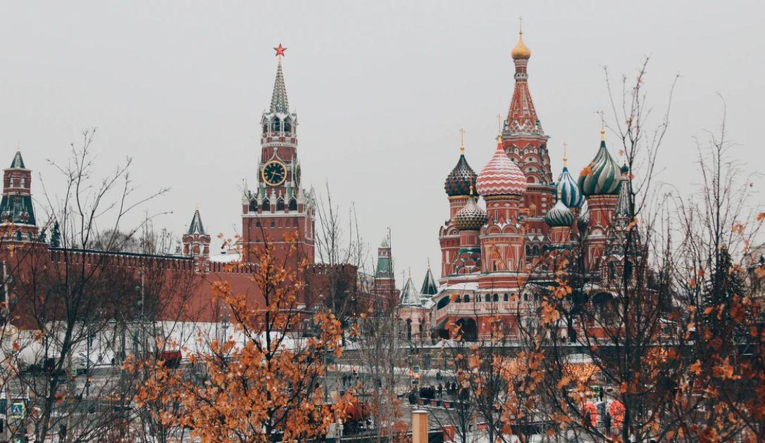 Rubel rosyjski jest bardzo słaby. Kursy dolara australijskiego i nowozelandzkiego także w dół. Sytuacja na rynkach