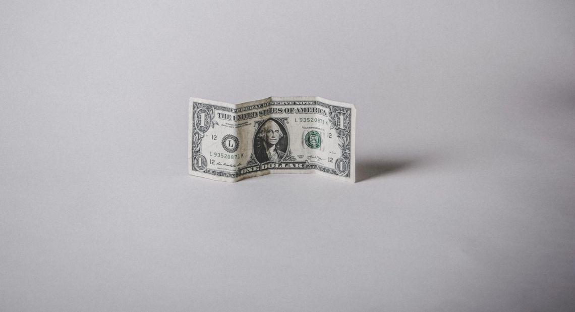Słabość dolara (USD) sprzyja wzrostom kursu funta (GBP). Zmiana strategii FED