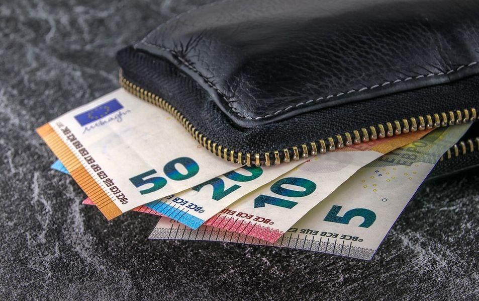 Euro leci w dół w stosunku do polskiego złotego i dolara! Sentyment spadkowy utrzymuje się na kursie waluty europejskiej