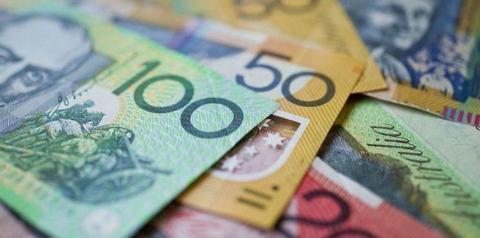 Spadki kursu dolara australijskiego do jena AUD/JPY.  Zniżkowanie euro do złotego w kierunku 4,35 PLN. Wzrosty cen ropy
