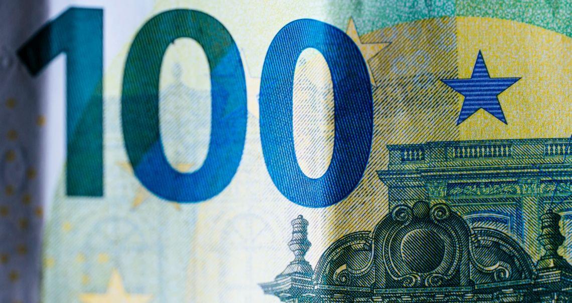 Spadki kursu euro (EUR) do dolara (USD). Sentyment spada po debacie prezydenckiej w USA, PKB z Wlk. Brytanii w centrum uwagi