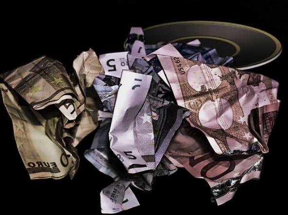 Spadki kursu euro EURPLN, dolara USDPLN i funta. Frank w konsolidacji powyżej poziomu 4 złotych