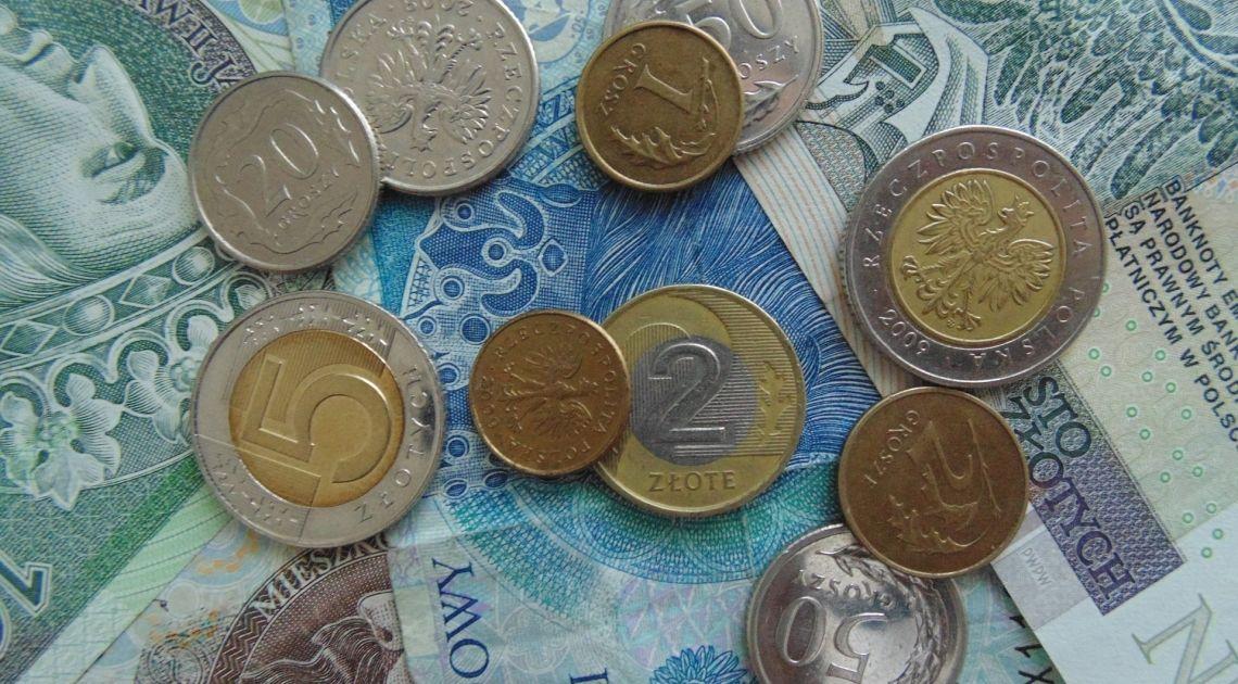 Sprawdzamy kurs dolara, euro franka i funta, po danych z polskiej gospodarki