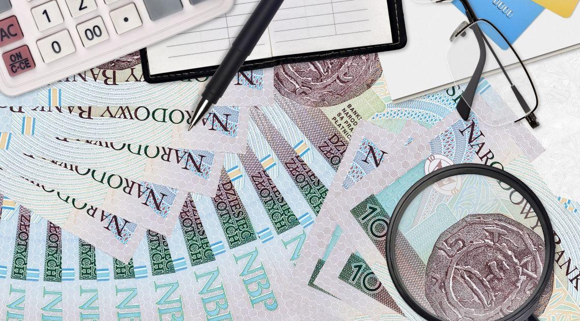 Sprawdzamy notowania polskiego złotego po danych z rynku pracy. Ile kosztuje frank, funt dolar i euro?