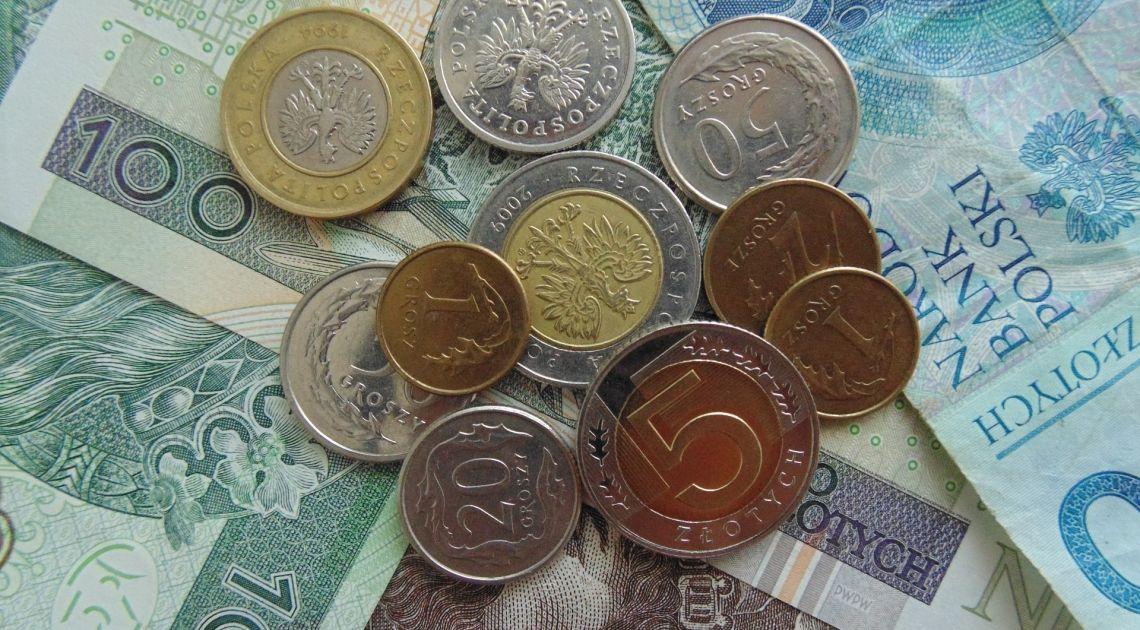 Sprawdzamy rynek walutowy Forex na początku nowego tygodnia. Jak zachowuje się kurs dolara, euro, franka i funta?