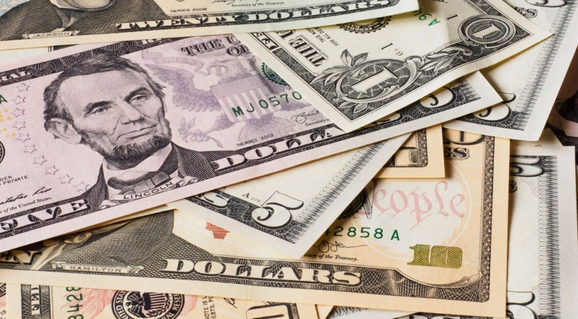 Sytuacja na kursie dolara względem złotego (USD/PLN). Kapitał migruje do ryzykownych aktywów