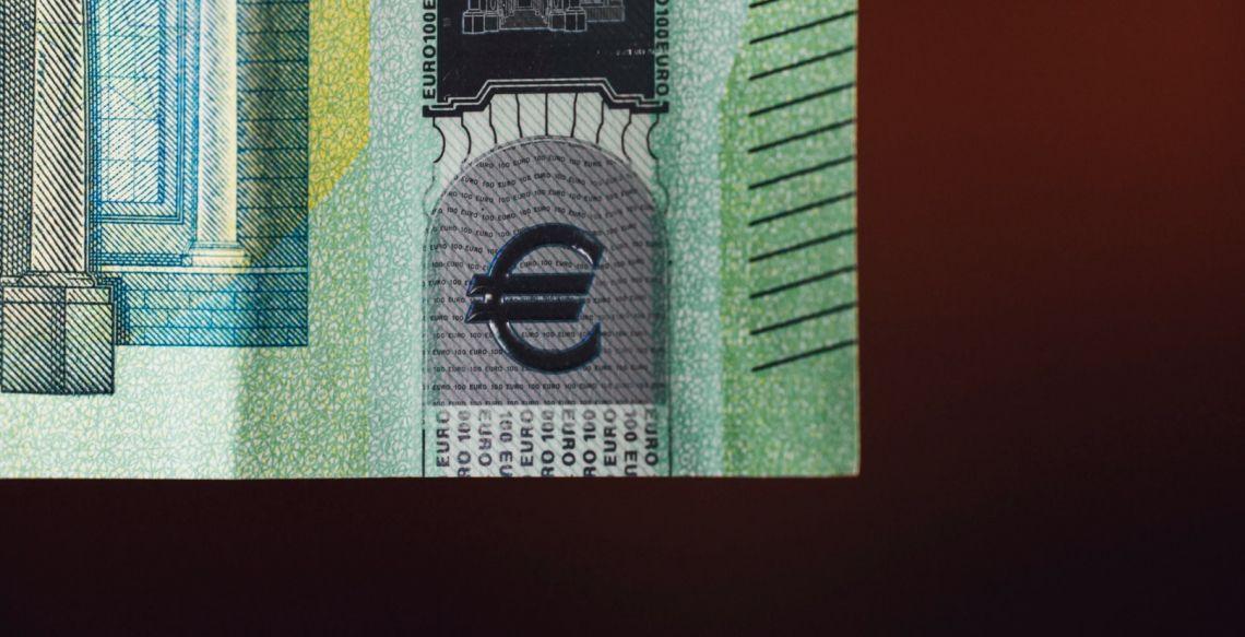 Sytuacja na kursie euro (EUR) do funta (GBP). Pozytywny start w Europie, dane z sektora usług w centrum uwagi